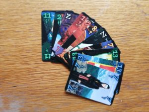 Verschiedene Karten des Wizard Kartenspiels.