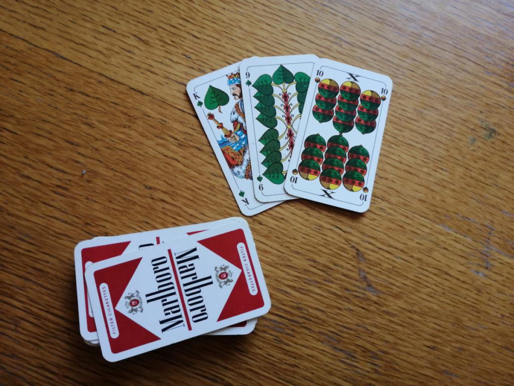 Schwimmen: 3 Karten kommen in die Mitte des Tisches